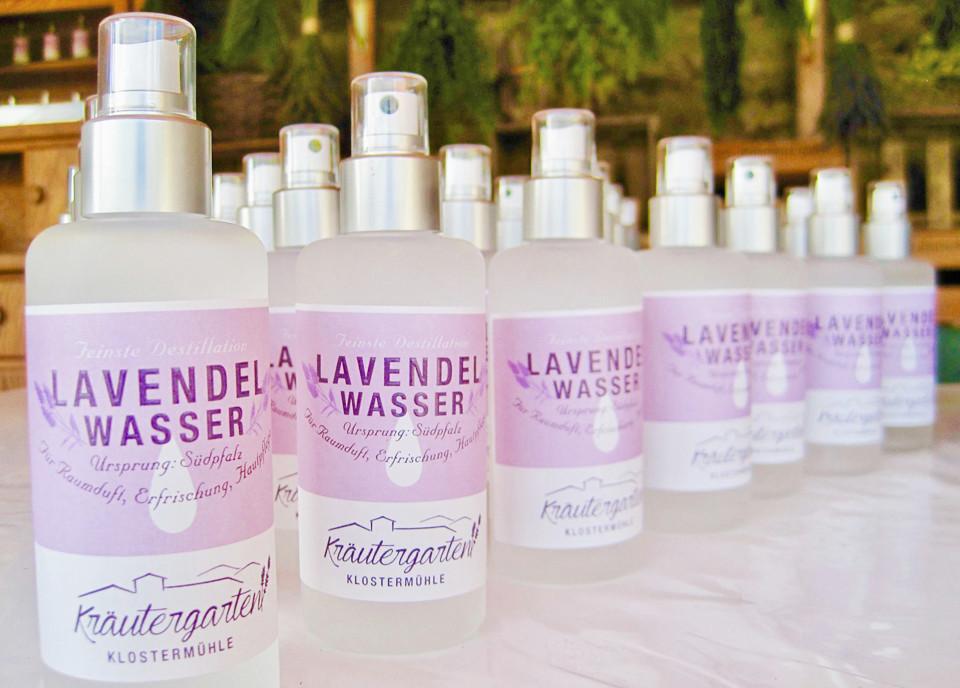 Lavendelwasser-Kraeutergarten.jpg